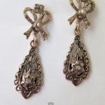 Zierliche Ohrringe Tropfenform 375 Gold Saatperlen Diamant