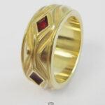 Herrenring breiter Goldring 750 rote Rauten Davidstern Gravur