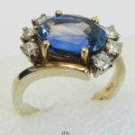 Vintage Ring 18 Karat Gold ovaler Saphir mit Diamanten