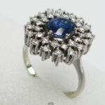 Entouragering Weissgold mit ovalem Saphir runden Diamanten Vintage