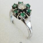 Ring Weissgold mit Brillant und grünen Edelsteinen Vintage Handmade