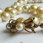 Einreihige Perlenkette aus 50 Süßwasserperlen mit Schmuckschließe aus 18K Gelbgold